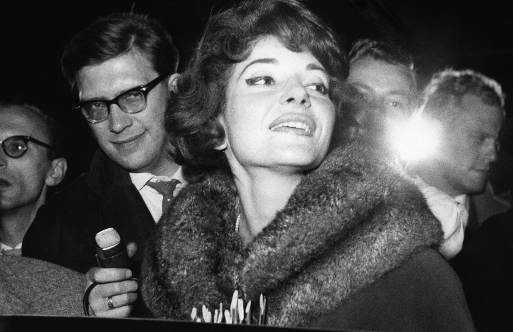 Maria Callas *02.12.1932-16.09.1977+ Sängerin, Sopran, USA / Griechenland  - Empfang auf dem Flughafen Berlin Tempelhof  - 22.10.1959  Es obliegt dem Nutzer zu prüfen, ob Rechte Dritter an den Bildinhalten der beabsichtigten Nutzung des Bildmaterials entgegen stehen.