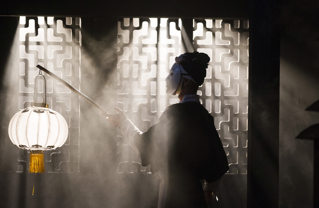 A scene from Turandot by Giacomo Puccini @ Royal Opera House. Directed by Andrei Serban. (Opening 09-09-13) ©Tristram Kenton 09/13 (3 Raveley Street, LONDON NW5 2HX TEL 0207 267 5550  Mob 07973 617 355)email: tristram@tristramkenton.com